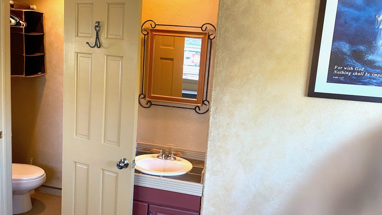 Sunrise Room Bathroom